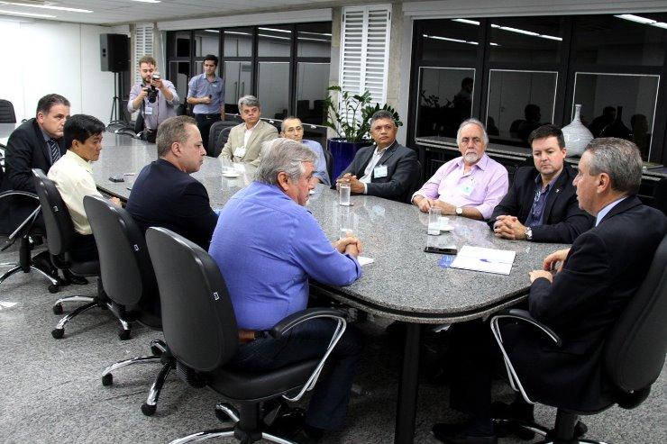 Imagem: Reunião de representantes da UniSaúde com o presidente Paulo Corrêa