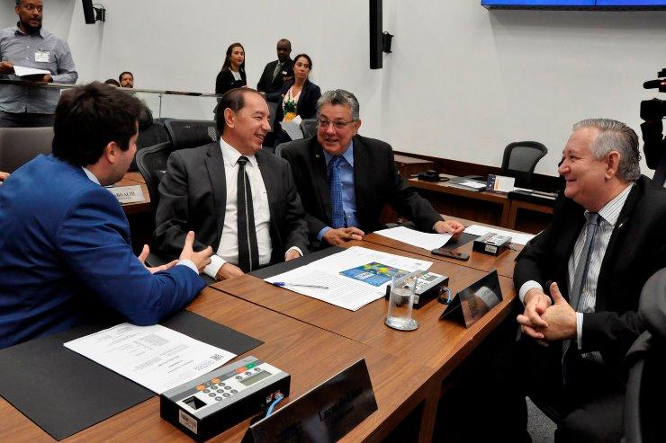 Imagem: Os deputados votam os projetos no Plenário, durante a Ordem do Dia