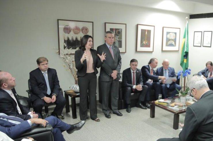 Imagem: Comitiva liderada por Paulo Corrêa foi recebida pela presidente da CCJ, senadora Simone Tebet