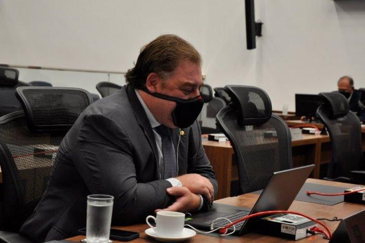 Imagem: Deputado Neno Razuk, autor do projeto, argumenta que o acesso ao detalhamento das despesas médicas é um direito do consumidor
